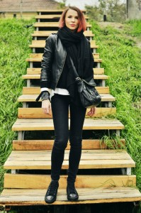 leather-jacket-levis-sneakers-outfit